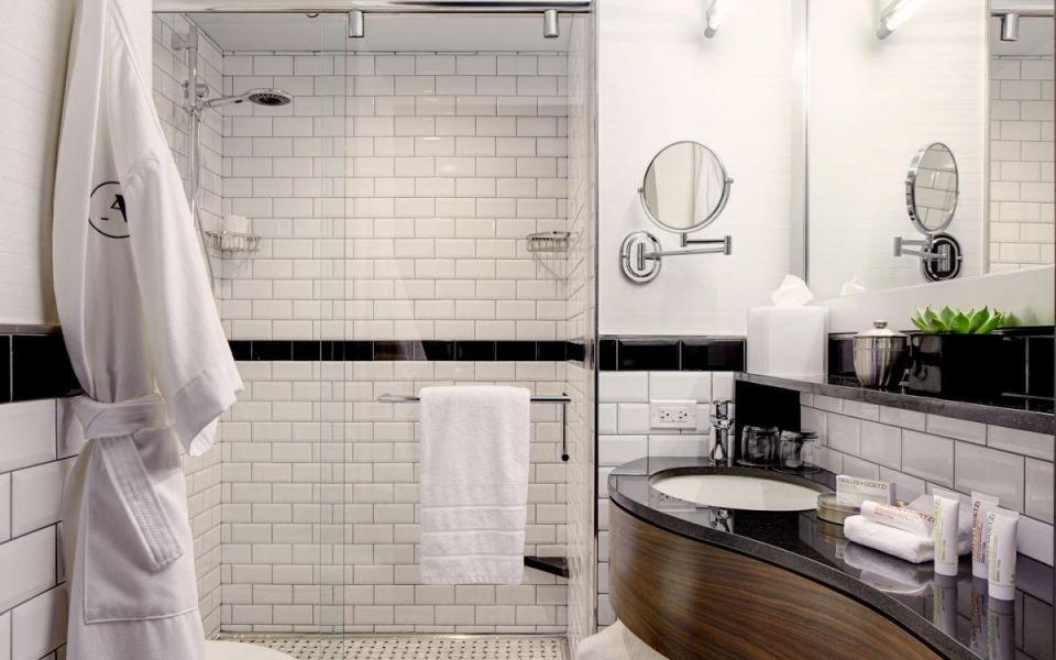 Интерьер ванной комнаты в в нью-йоркском стиле