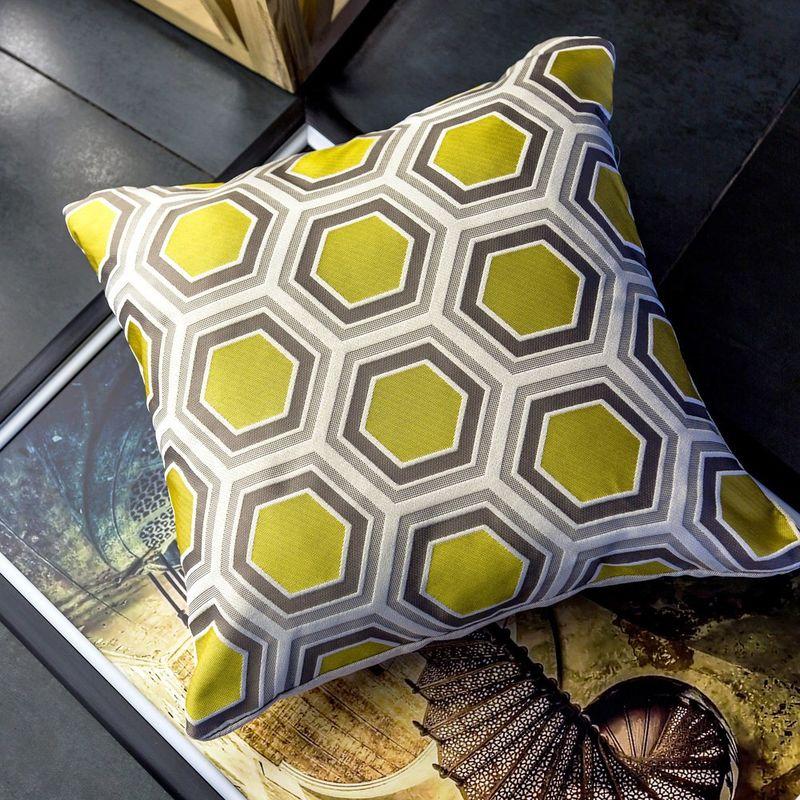 Интерьерная подушка Tomette Gold 3113036. Фото №1