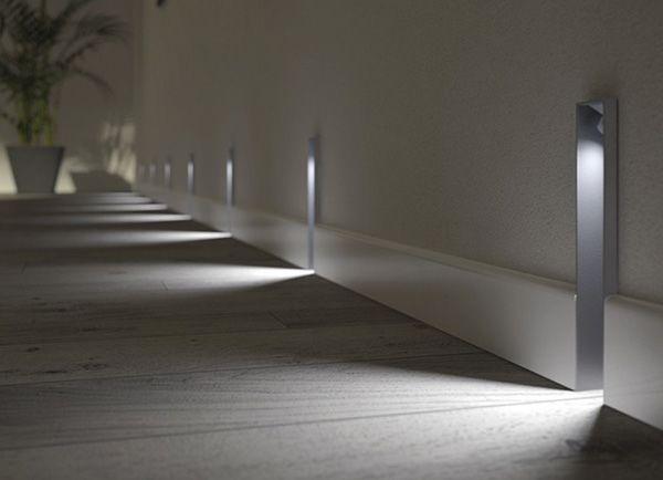 Используйте холодный свет подсветки для стен