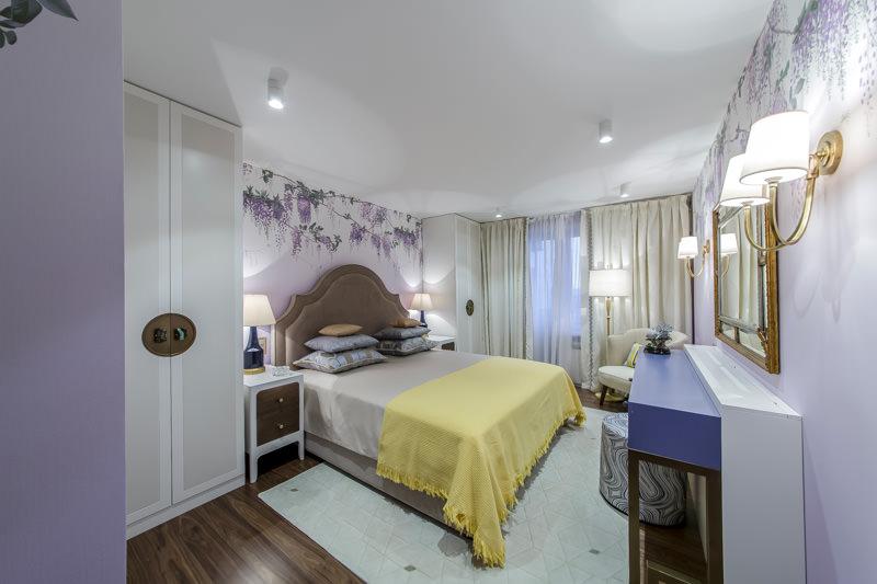 Точечные светильники в интерьере спальни